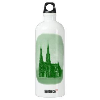 Grüne St- Patrickkathedrale für St Patrick Tag Wasserflasche