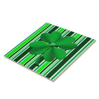 Grüne Süßigkeit stripes den Klee mit 4 Blättern Große Quadratische Fliese