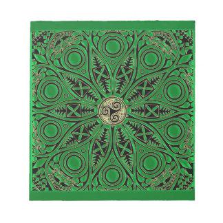 Grüne Triskele Mandala Kelly Notizblock