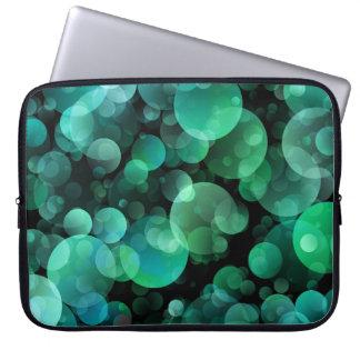 Grüne und blaue Kreis-Blasen über Schwarzem Computer Schutzhüllen