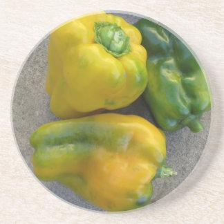 Grüne und gelbe Paprikaschoten Untersetzer