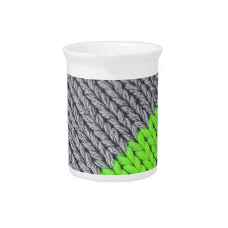 Grüne und graue geometrische Strickjacke Getränke Pitcher