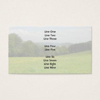 Grüne Wiese. Landschaftslandschaft Visitenkarte