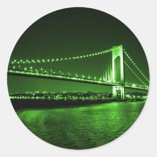 Grüner Brückenaufkleber Kelly Runder Aufkleber