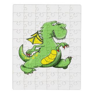Grüner Drache des Cartoon, der auf seine hinteren Puzzle