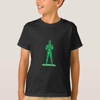 Grüner Erbauer, der Hammer Retro hält T-Shirt