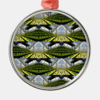 Grüner Hintergrund Rundes Silberfarbenes Ornament