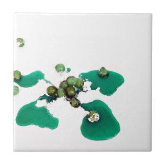 Grüner kandierter Kirschsirup auf Puderzucker Kleine Quadratische Fliese