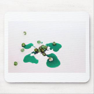Grüner kandierter Kirschsirup auf Puderzucker Mousepad
