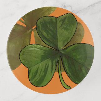 Grüner Kleeblatt-Entwurf auf kundenspezifischer Dekoschale