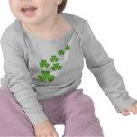 grüner Kleeblattregen T-Shirts
