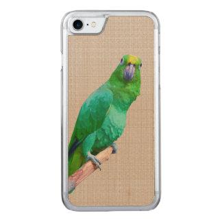 Grüner Macaw-Papagei auf einem Glied Carved iPhone 8/7 Hülle