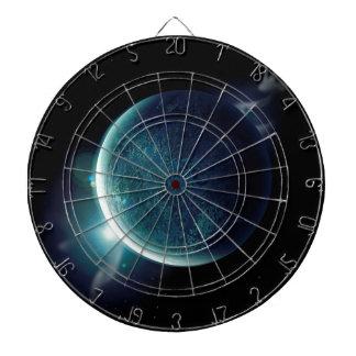 grüner Planet im Universum mit Aura und Sternen Dartscheibe