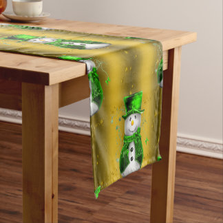 Grüner Schneemann auf Goldweihnachten Kurzer Tischläufer