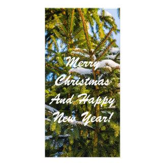 Grüner Weihnachtsbaum im Schnee Karte