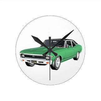 Grünes Auto des Muskel-1968 Runde Wanduhr