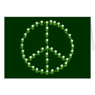 Grünes Bier-Friedenszeichen Karte