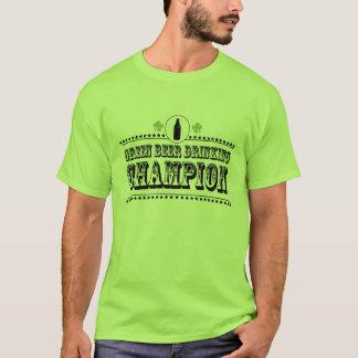 Grünes Bier-trinkender Meister T-Shirt