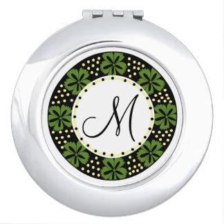 Grünes Blumenmuster mit Monogramm Taschenspiegel