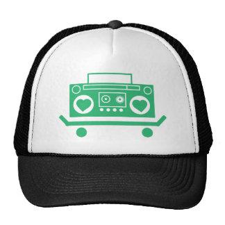 Grünes boombox mit Herzen für Lautsprecher auf Retrokappe