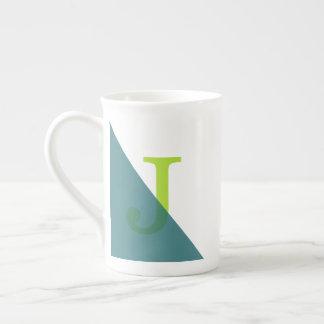 Grünes Dreieck-einfaches modernes Monogramm Porzellantasse