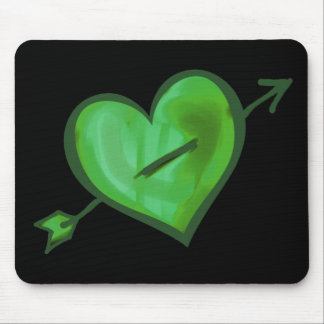 Grünes Herz mit Pfeil Mousepad