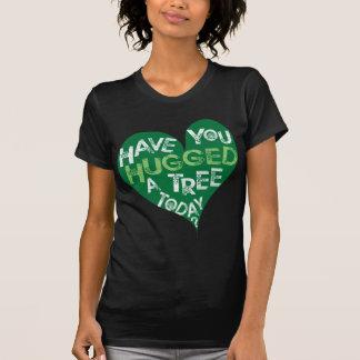 Grünes Herz (umarmen Sie einen Baum) Shirt