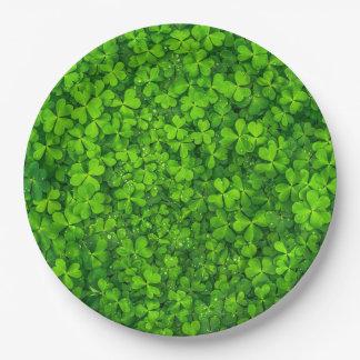 Grünes Klee-Blätter mit Wasser-Tropfen Pappteller