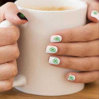 Grünes Klee-Herz-St. Patty wählen Farbem Nägel Minx Nagelkunst