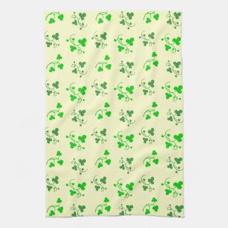 Grünes Kleeblatt-Muster auf Sahneküchen-Tuch Küchentuch