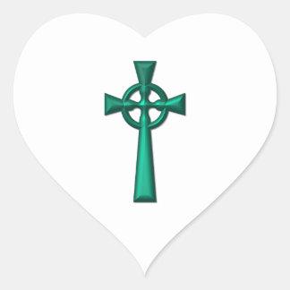 Grünes metallisches keltisches Kreuz Herz-Aufkleber