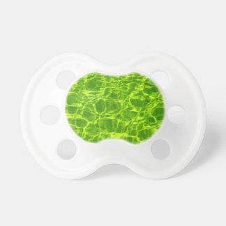 Grünes Neonwasser kopiert Hintergrund-leeres Schnuller