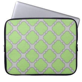 Grünes Quatrefoil Laptop Sleeve