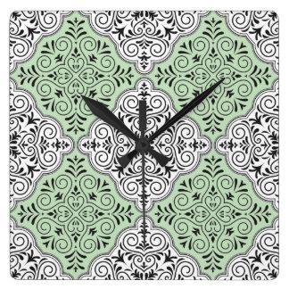 Grünes Rokoko-Muster blühen Quadratische Wanduhr