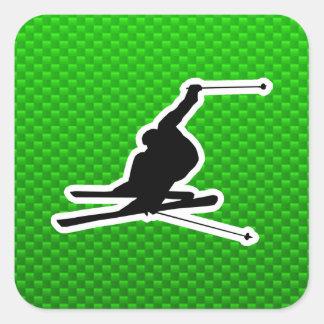 Grünes Schnee-Skifahren Quadratischer Aufkleber