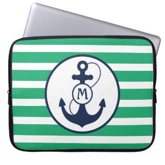 Grünes Seeanker-Monogramm Laptopschutzhülle