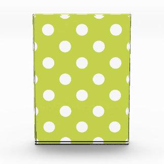 Grünes Tupfen-Muster Acryl Auszeichnung