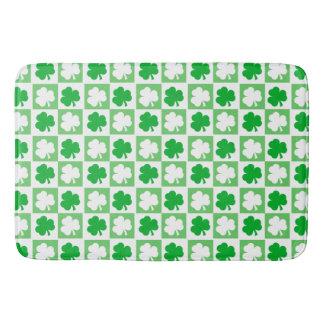 Grünes und weißes irisches Kleeblatt-Schachbrett Badematte