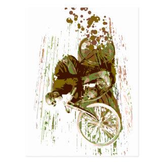 Grünes Vintages Brett-Bahn-Motorrad Postkarte