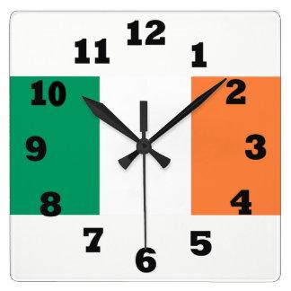Grünes weißes und Orange von Irland Quadratische Wanduhr