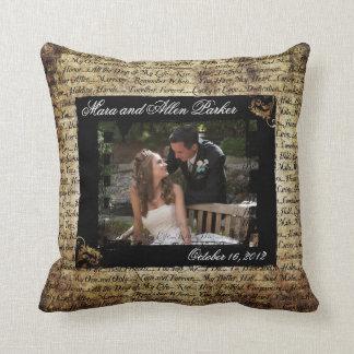 Grunge-Hochzeits-Foto mit romantischem Text-Kissen Zierkissen