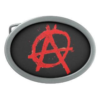 Grungy rotes Anarchie-Symbol Ovale Gürtelschnallen