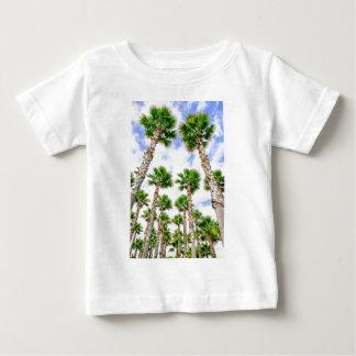 Gruppe hohe gerade Palmen Baby T-shirt