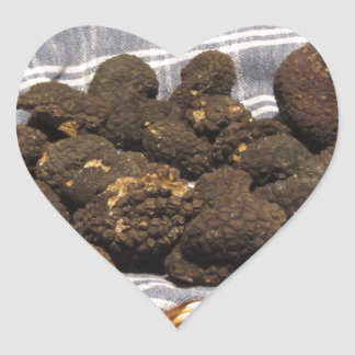 Gruppe italienische teure schwarze Trüffeln Herz-Aufkleber