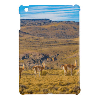 Gruppe Vicunjas an der Patagonian Landschaft iPad Mini Hülle