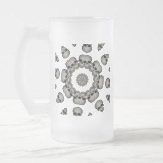 Gruselige menschliche Schädel-Mandala Mattglas Bierglas