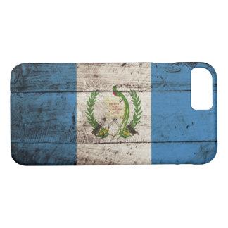 Guatemala-Flagge auf altem hölzernem Korn iPhone 8/7 Hülle