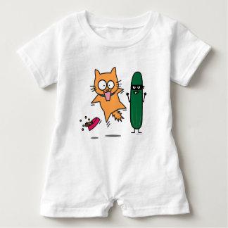 Gurke, die Katzen - Katze gegen Gurken-Schrecken Baby Strampler