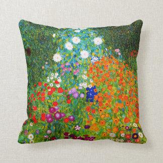 "Gustav Klimt , "" Farmhouse garden "" Kissen"