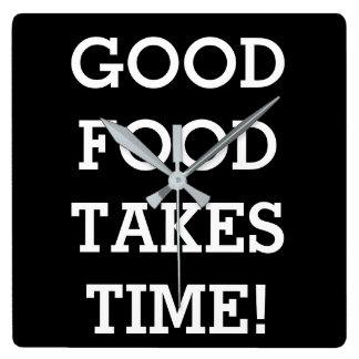 Gute Nahrung nimmt Zeit Quadratische Wanduhr